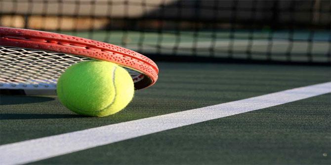 Tenisçilerin beyaz kıyafet giymelerinin zorunlu olduğu turnuva hangisidir