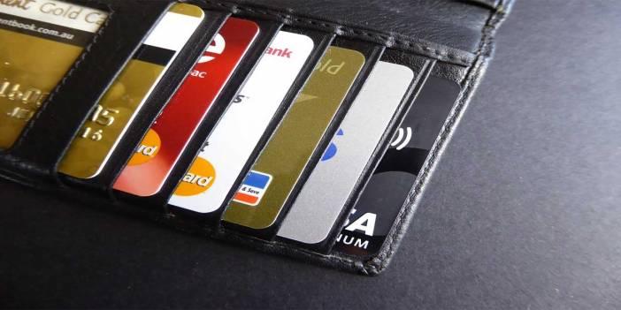 Walter Cavanageh'ın kredi kartlarının toplam ağırlığı ne kadardır