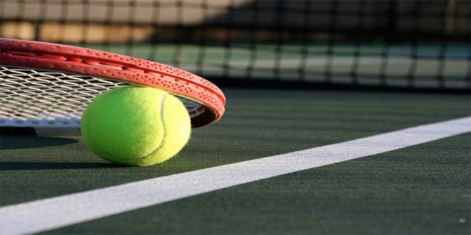 Wimbledon Tenis Turnuvasında her yıl geleneksel olarak tüketilen ikili hangisidir