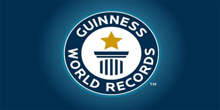 Guinness Dünya Rekorlarına göre bilinen en uzun yılan hangisidir