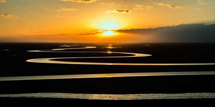 Hangi nehir diğerlerinden farklı bir denize dökülür